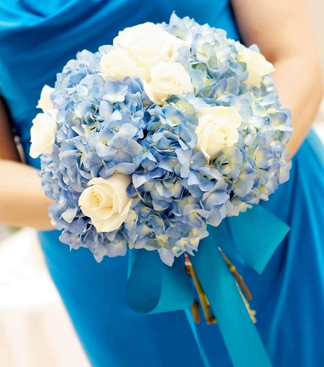 hoa cưới cầm tay cẩm tú cầu xanh